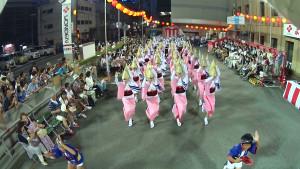 よんでん踊り広場|高張りカメラ